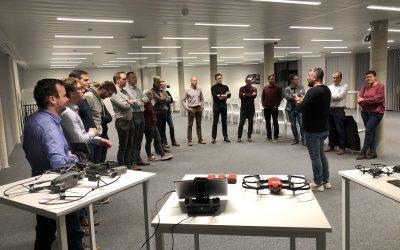 Tiental bedrijven pitchen hun case voor studenten Drones Business Architect